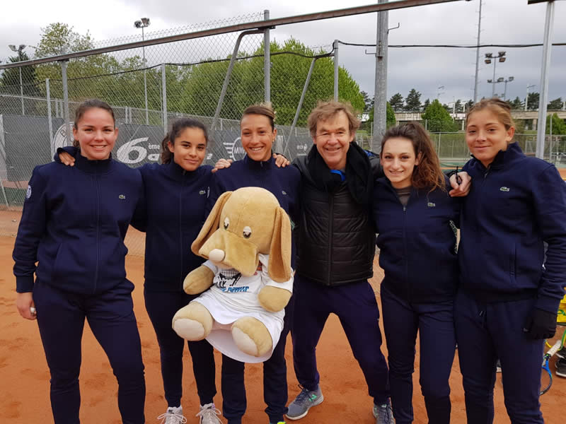Equipe 1 féminine (N1b) gagne 4/2 contre le TC St Saulve (Marine, Camille, Jessica avec Chuck, Jérôme, Jade et Olympe)