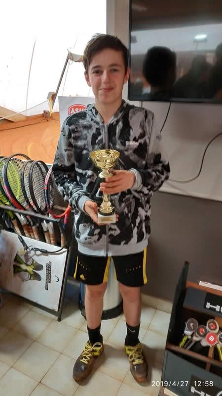 Bastien remporte le tournoi de l'Asul Villeurbanne dans la catégorie 13/14ans