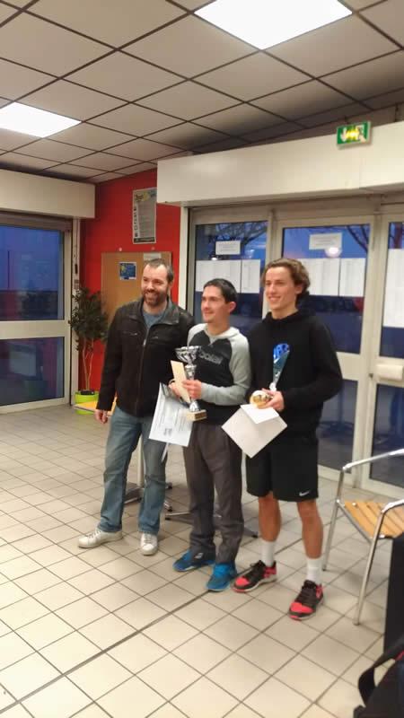 Julien (à droite) finaliste du tournoi de Vaulx en Velin après avoir passé 5 tours