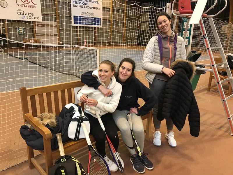 Vice-championnes du Rhône 15-18 ans (1ère division) Brune, Louise et Ines